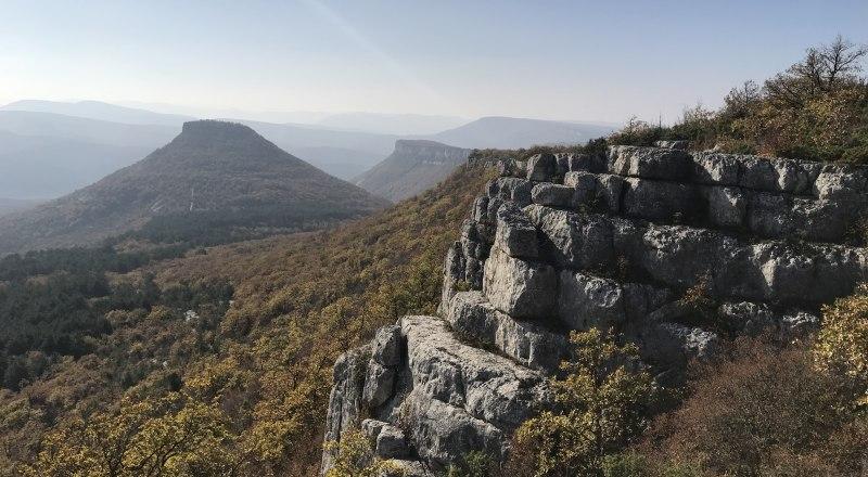 Вид на Тепе-Кермен. Чем мы хуже племён майя и их пирамид? Наш Крым ничем не уступает заморским красотам.