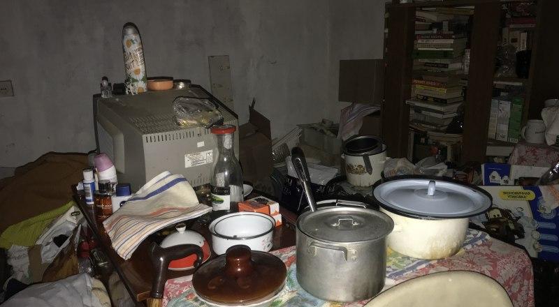 Пока одна из кухонь, на которой готовятся обеды, выглядит так. Хочется нормальных условий. Ведь пожилые люди их заслужили.