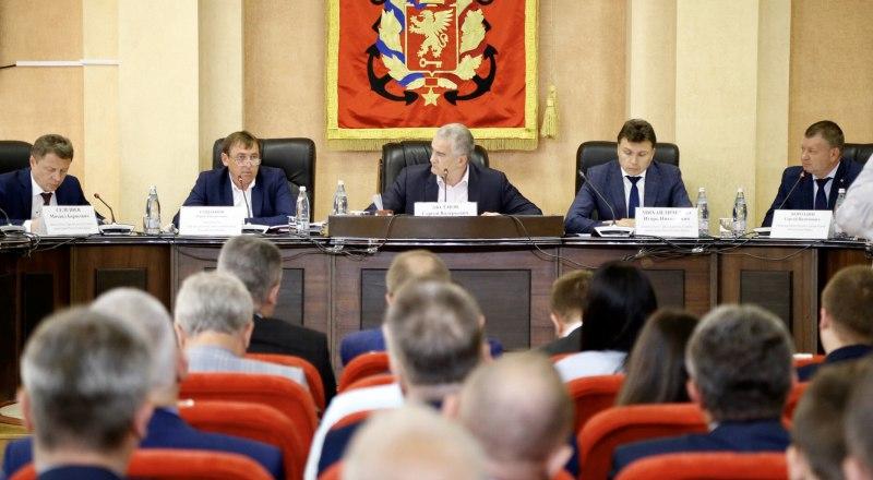 Керченских чиновников ждёт административный террор, если они не проявят должного рвения. Фото: Александр Кадников