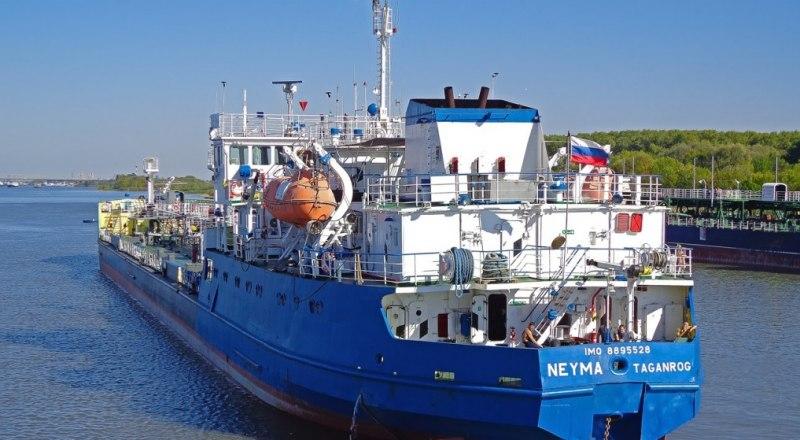 Захваченный СБУ танкер Nika Spirit ранее был известен как «Нейма». 25 ноября 2018 года этим судном перегораживали проход под Крымским мостом при задержании нарушителей госграницы.