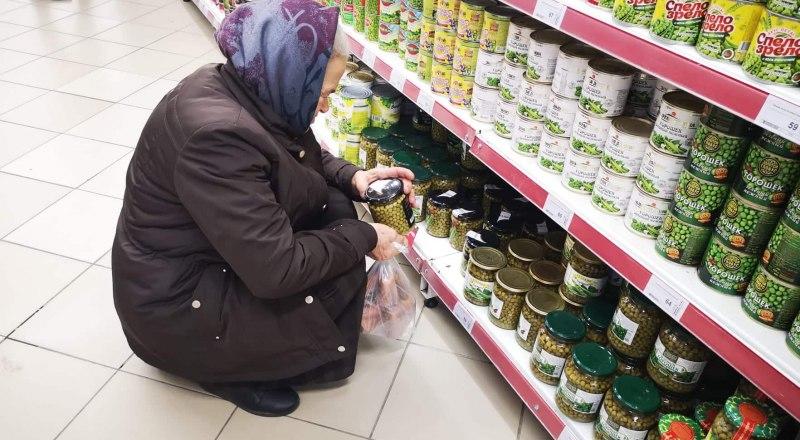 Собственники сами устанавливают цены на продукты. Решать, где покупать, - вам.