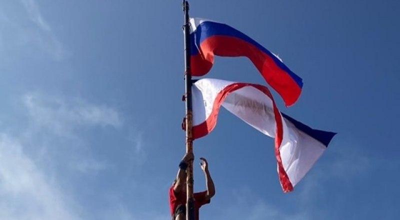Флаги над Ай-Петри.