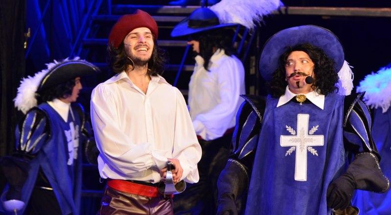 Сцена из спектакля «Три мушкетёра».