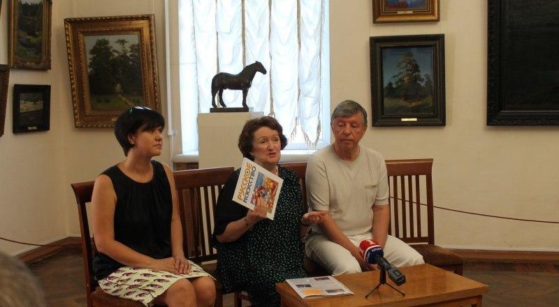Светлана Глазунова, Елена и Виктор Бехтиевы.