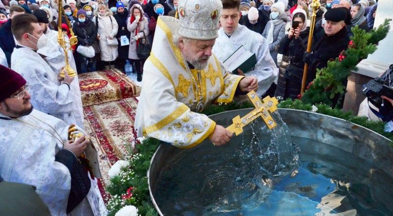 Праздничное богослужение и чин великого освящения воды в соборе святого благоверного князя Александра Невского в Симферополе.