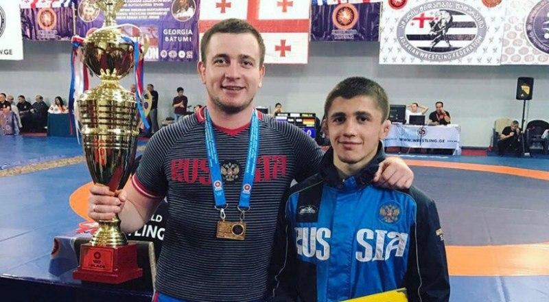 Вот они, герои уходящего спортивного года, Эмин Сефершаев и его постоянный тренер Сергей Попенков (на снимке - слева).