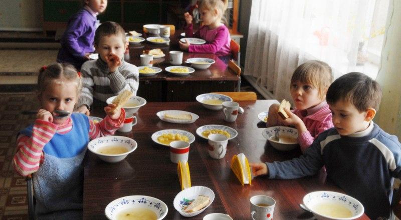 Фальсификат на столах в детсадах и школах полуострова явление распространённое.
