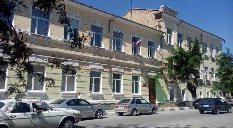 Феодосийская школа №19 до ремонта кровли.