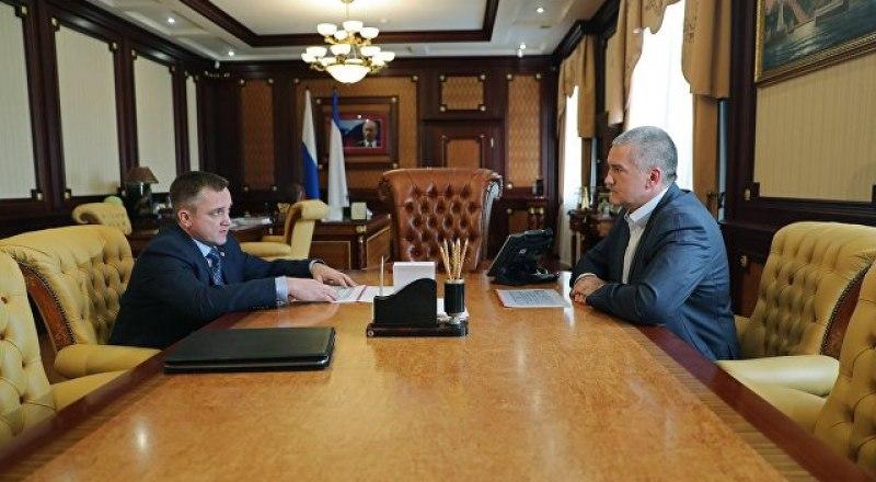 Роман Наздрачёв доложил главе республики о том, что за минувший год налоговым органам Крыма удалось собрать около 100 миллиардов рублей налогов и сборов.