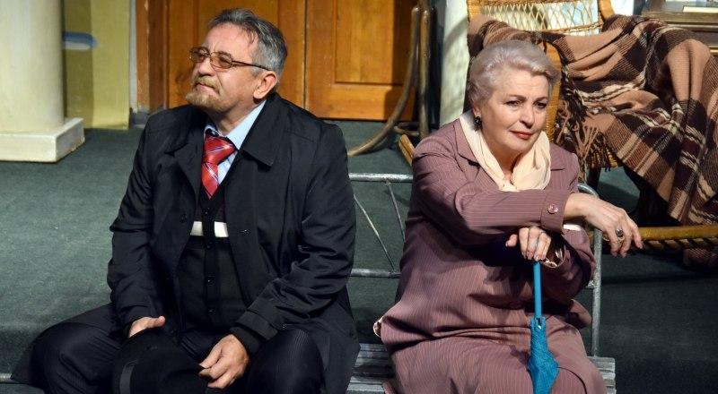 Светлана Кучеренко и Юрий Хаджинов в «Старомодной комедии».