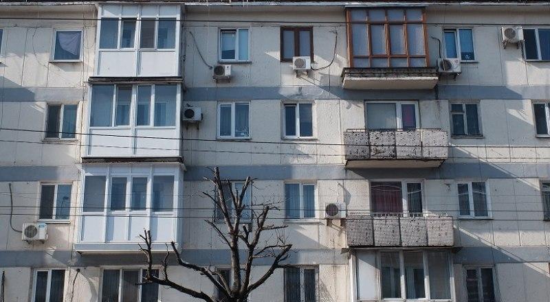 Теперь убирать в подъездах многоэтажек должны ежедневно.