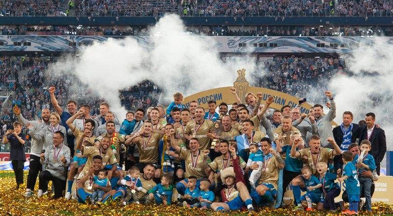 На стадионе «Газпром Арена» на берегах Невы «Зенит» получил Кубок и золотые медали чемпионов России-2018-2019.