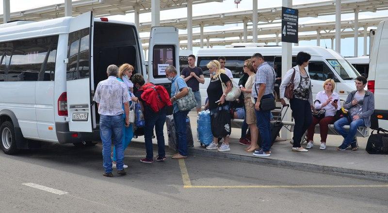 Туристам стоит быть бдительными не только при бронировании номеров, но и при покупке проездных билетов до Крыма.