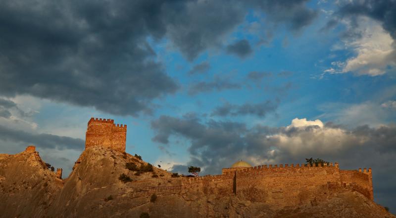 Работы на Генуэзской крепости завершат в этом году.