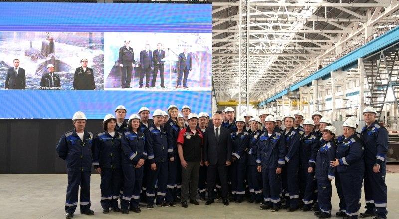 Президент России с работниками судостроительного завода «Залив».