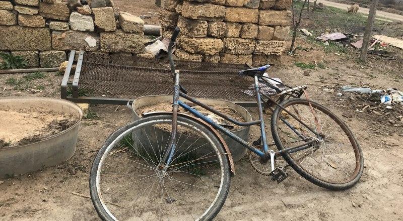 Мы живём в XXI веке. Но основной транспорт в сёлах до сих пор - велосипед.