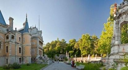 Массандровский дворец красив и дорог.