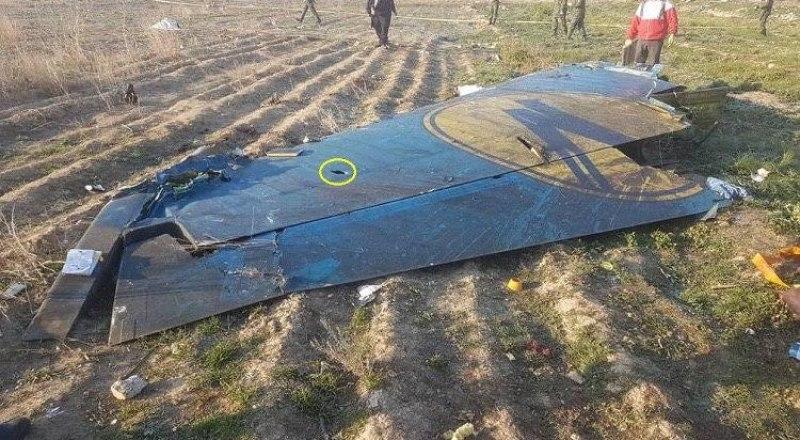 На фрагментах разбившегося в Иране украинского лайнера видны странные следы. Президент Украины пригласил Великобританию присоединиться к расследованию причин авиакатастрофы.