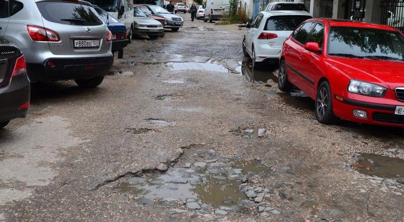 В ряде ДТП виноват не водитель, а ямы на дорогах.