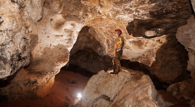 В недрах пещеры «Таврида» учёные находят редкие для всего мира минералы. Фото Российского географического общества.