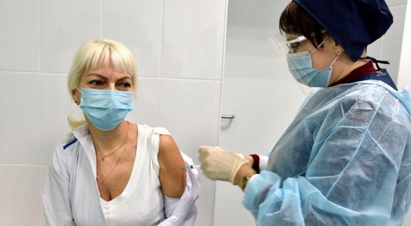 Крымчане, получившие прививку от коронавируса, чувствуют себя хорошо.