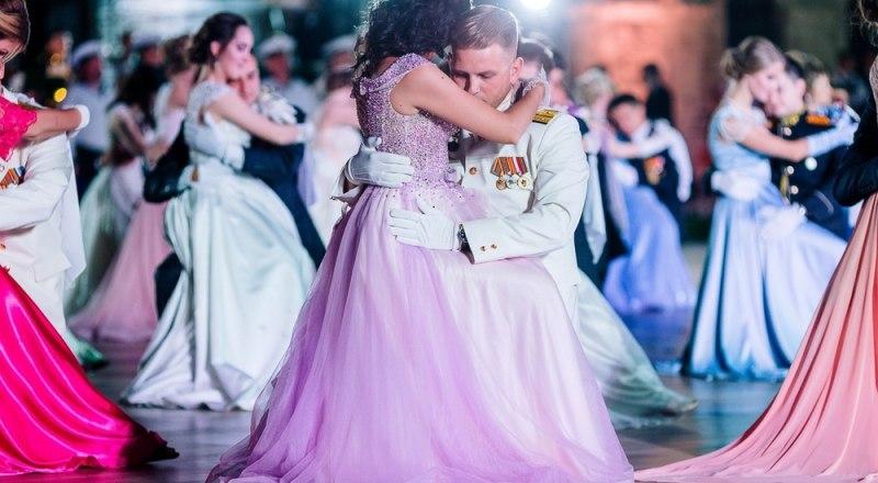 V Большой севастопольский офицерский бал был признан лучшим культурным событием Севастополя.