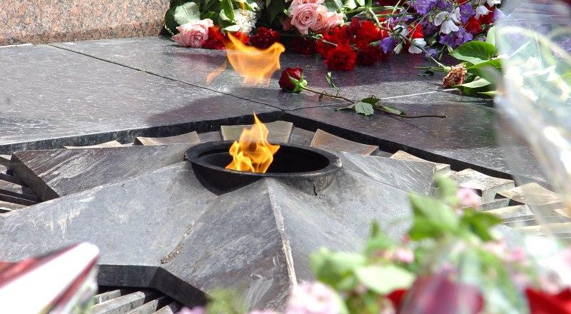 Вечный огонь памяти героев.