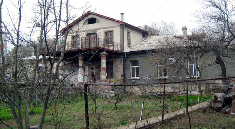 Вот такой он - ровесник Симферополя, построенный на улице Киевской.