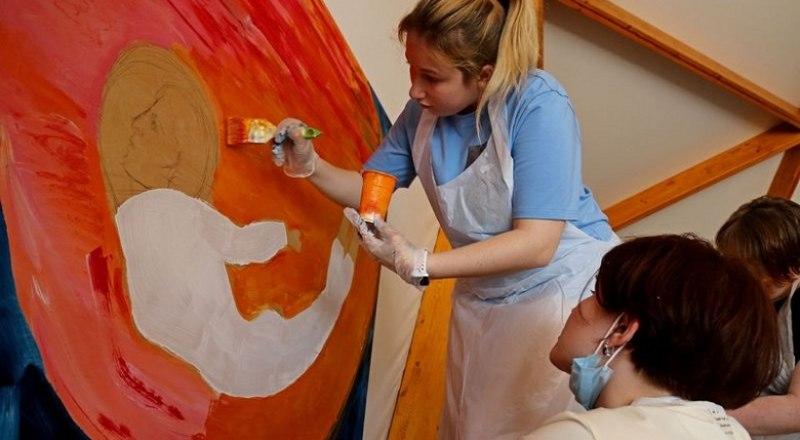 Молодые художники создадут пять огромных рисунков.