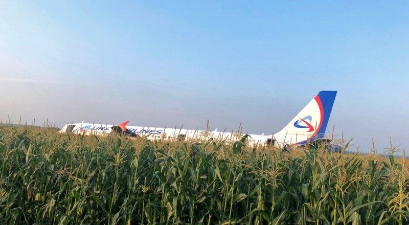 Пилоты самолёта спасли сотни людей.