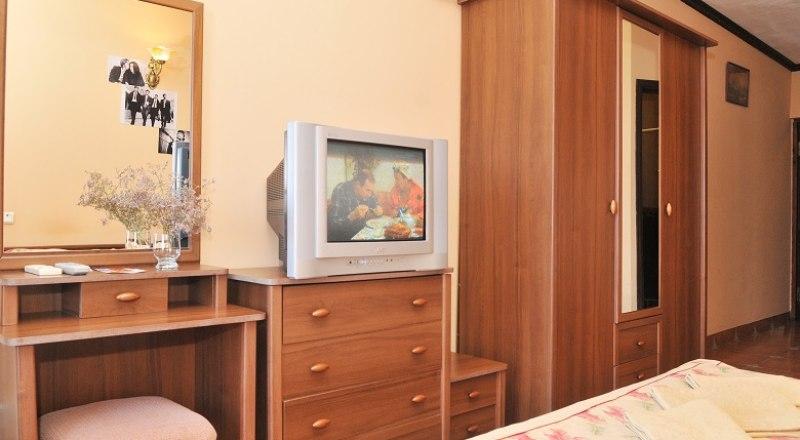 Число заказов на мебель от гостиниц и отелей сейчас растёт.