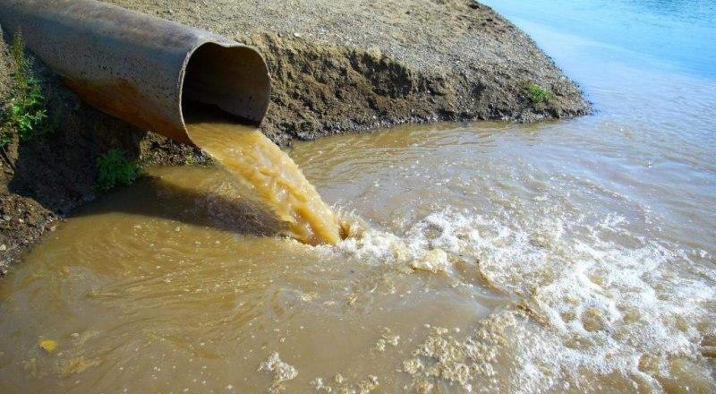 В прошлом году суд оштрафовал «Воду Крыма» на 37 тысяч рублей за сброс сточных вод в Керченский пролив. Фотос сайта kafanews.com