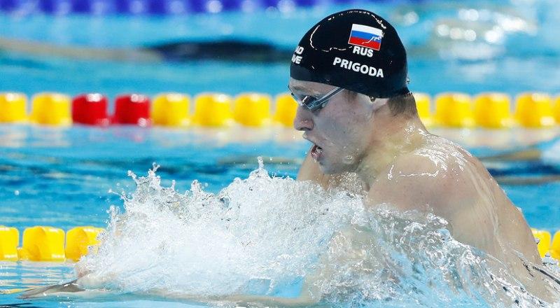 На дистанции - знаменосец студенческой сборной России брасист Сергей Пригода, в активе которого в Неаполе две золотые и серебряная медали.