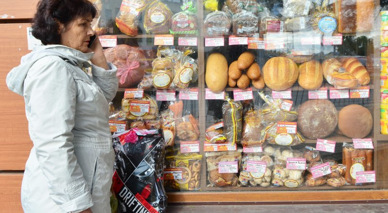 Желающим получить соцпособие на покупку хлеба надо обращаться в собес.