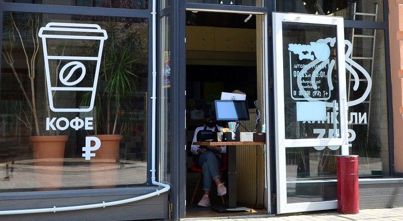 Если у кафе нет веранды или летней площадки, придётся ограничиться обслуживанием на вынос.