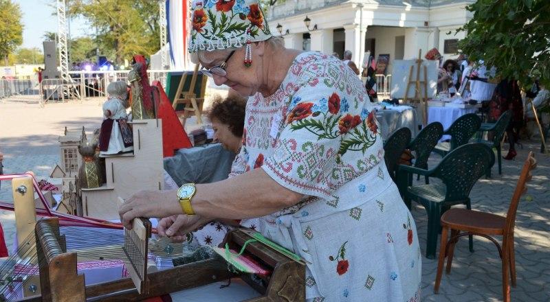 Для мастеров такие ярмарки особенно нужны. Так о них узнают крымчане и гости полуострова.
