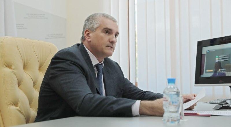 Сергей Аксёнов во время видеоконференции по нацпроектам.