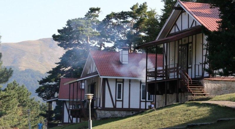 В комплексе «Дубрава-2» на территории нацпарка можно арендовать коттедж за 7000 рублей в сутки. Фото Михаила РЕШЕТОВА.