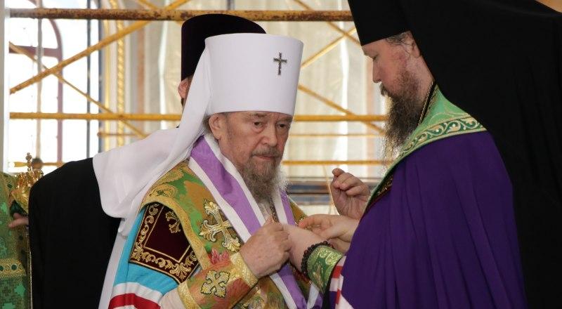 Вручение ордена владыке Лазарю.