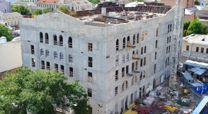 Новое здание Театра кукол должны были закончить к декабрю 2019 года, но строительство пришлось заморозить.