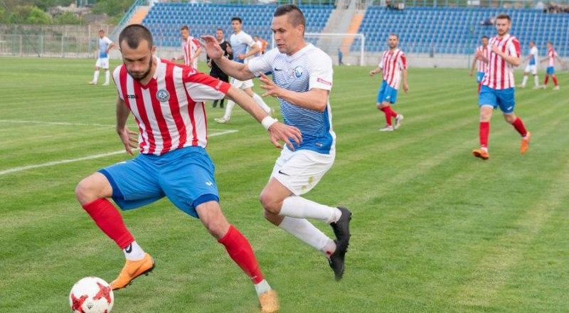 Севастопольцы в бело-голубой форме на своём поле показали хороший футбол 13 мая.