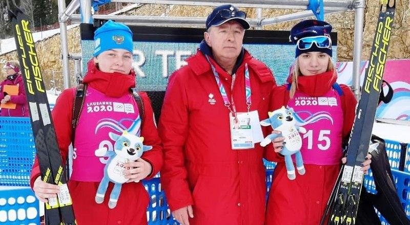 Вот они, героини биатлонного спринта двукратная олимпийская чемпионка Лозанны Алёна Мохова и Анастасия Зенова (слева направо).