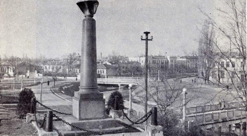 Таким был первый памятник Александру Суворову в Симферополе.
