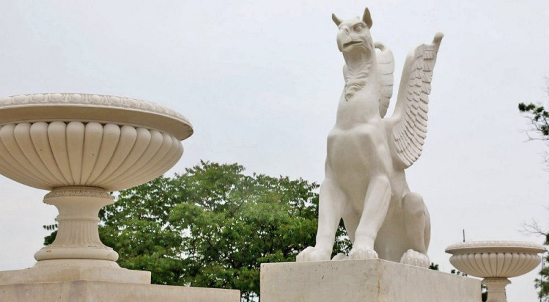 Реставраторы лапидария Восточно-Крымского историко-культурного музея-заповедника восстановили скульптуры грифонов.
