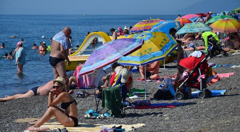 Каким бы опасным ни был COVID-19, лишиться отдыхающих в курортный сезон крымские чиновники боятся сильнее.