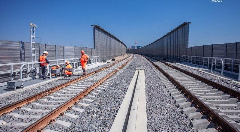 Работы на ж/д части Крымского моста идут по графику.