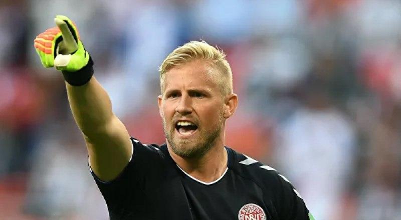 Играет вратарь сборной Дании и английского клуба «Лестер» Каспер Шмейхель.