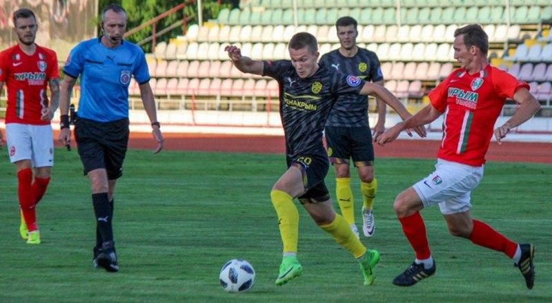 Встречаются лидеры Крымского футбола - «Евпатория» и «Крымтеплица».