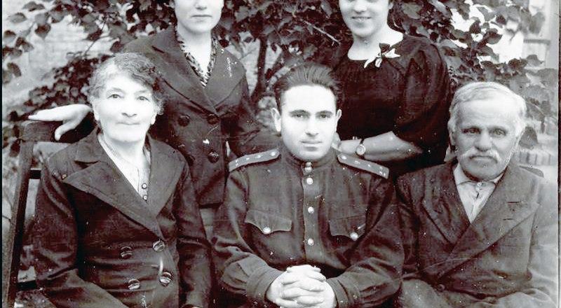 Анна, Александр, Илья, Ольга и Изабелла Шайтан.