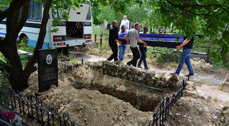 Мошенничество на кладбищах распространено по всей стране.